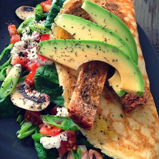 avocado-omlette-healthy-food-handbag