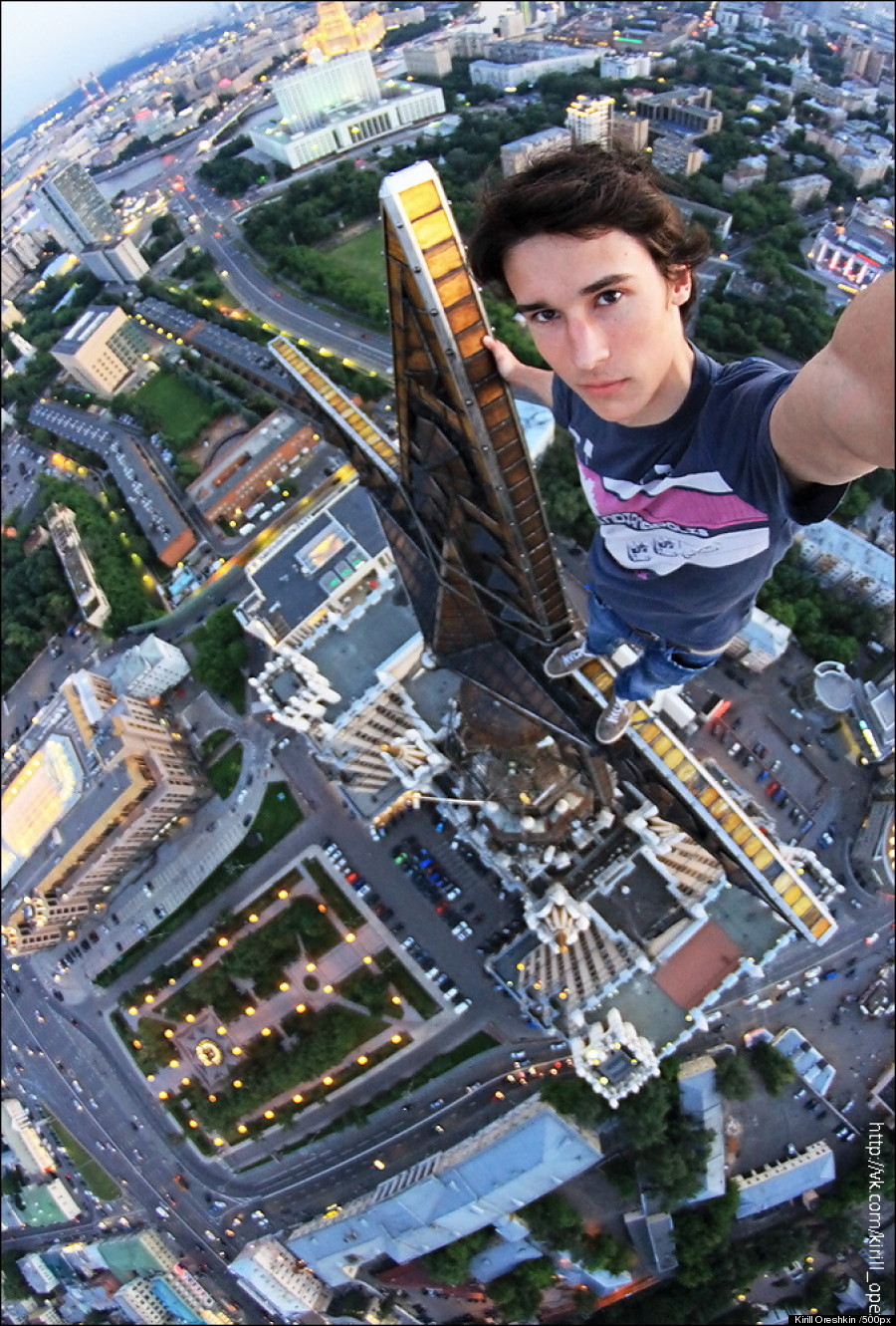 Selfies That Are Way Better Than Any Of Yours CollegeTimescom - Guy takes epic selfie top christ redeemer statue brazil