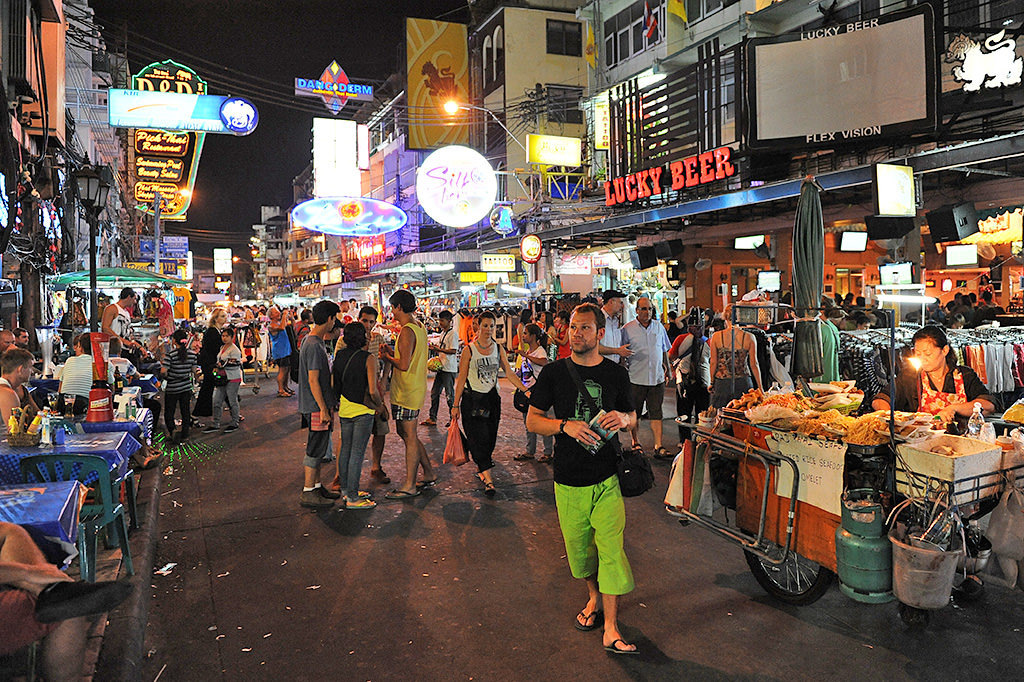 khaosan-eating-1024