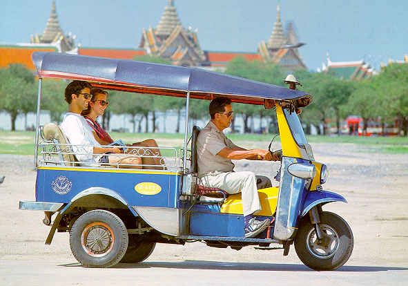 tuktuk-at-sanam-luang