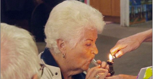 pam st clement smokes cannabis